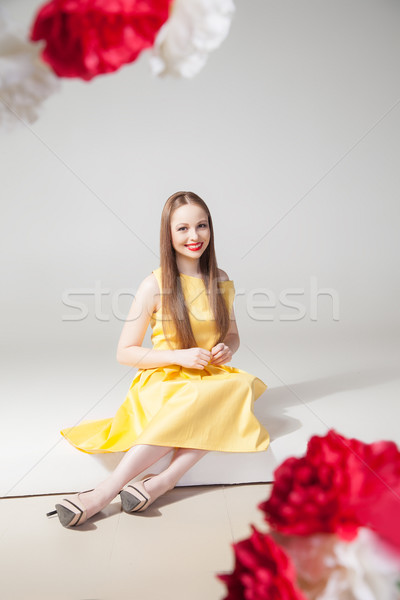 Portré mosolyog modell citromsárga ruha piros ajkak Stock fotó © julenochek