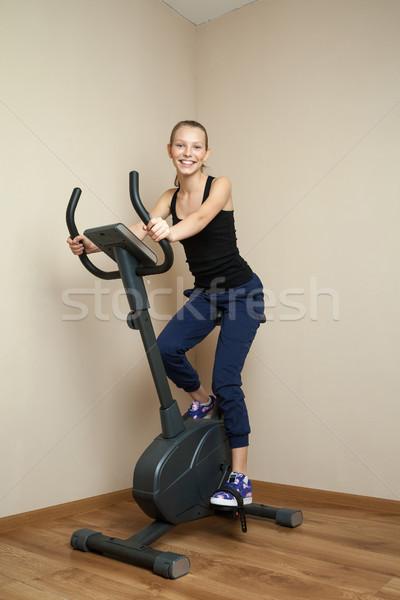 Genç kız bisiklete binme ev bisiklet portre Stok fotoğraf © julenochek