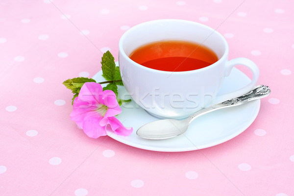 Taze çay beyaz çay fincanı pembe çiçek Stok fotoğraf © Julietphotography