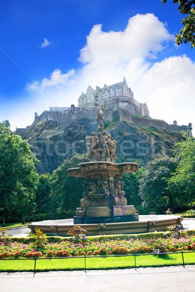 Szökőkút Edinburgh kastély Skócia nyár nap Stock fotó © Julietphotography