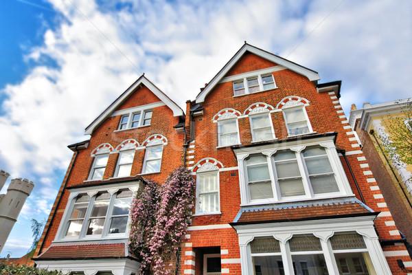 Típico británico casas negocios hierba edificio Foto stock © Julietphotography
