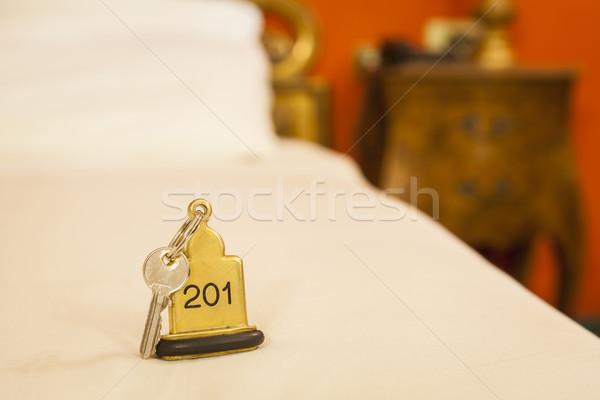 Quarto de hotel chave cama metal espaço quarto Foto stock © juniart