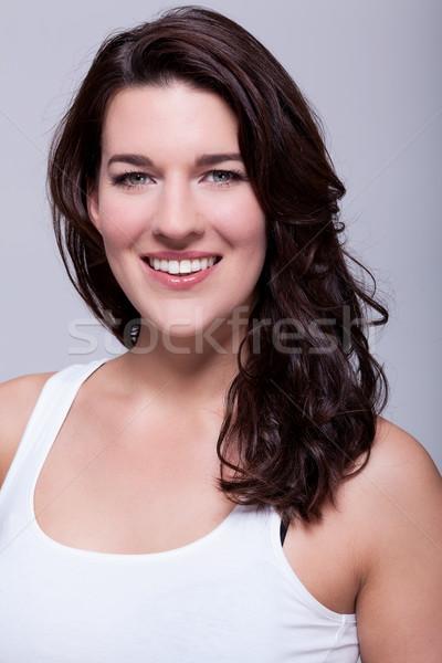 Sorridente mulher atraente sorrir quente amigável ombro Foto stock © juniart