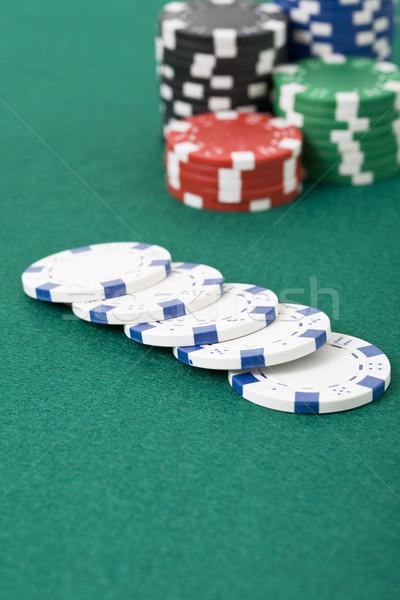 Сток-фото: фишки · для · покера · зеленый · игры · таблице
