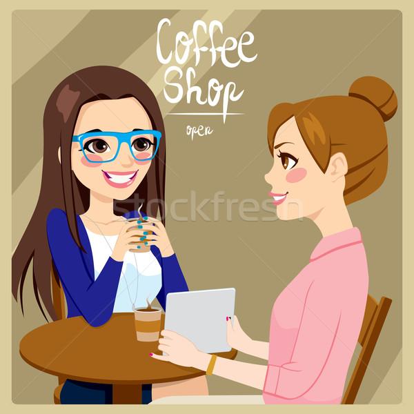 Foto stock: Mulheres · potável · café · dois · mulheres · jovens · amigos