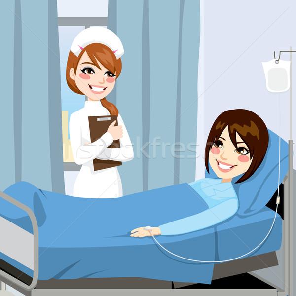 Infirmière femme patient permanent côté lit Photo stock © Kakigori