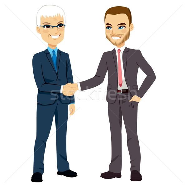 üzletemberek kézfogás kettő egy idős fiatal Stock fotó © Kakigori