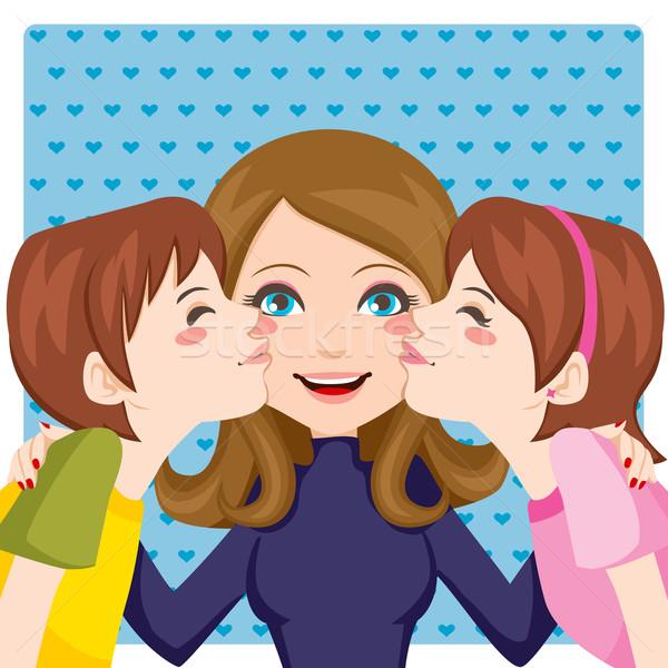 Całując mama syn córka szczęśliwy matka Zdjęcia stock © Kakigori