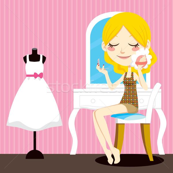 Szépség smink aranyos szőke nő ül Stock fotó © Kakigori
