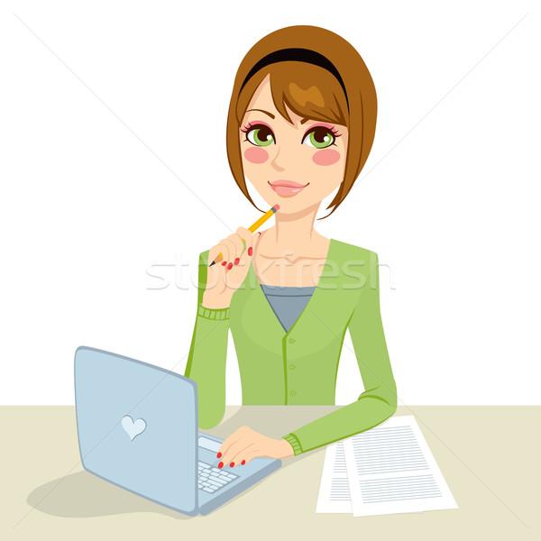 Zamyślony brunetka sekretarz piękna biuro kobieta Zdjęcia stock © Kakigori