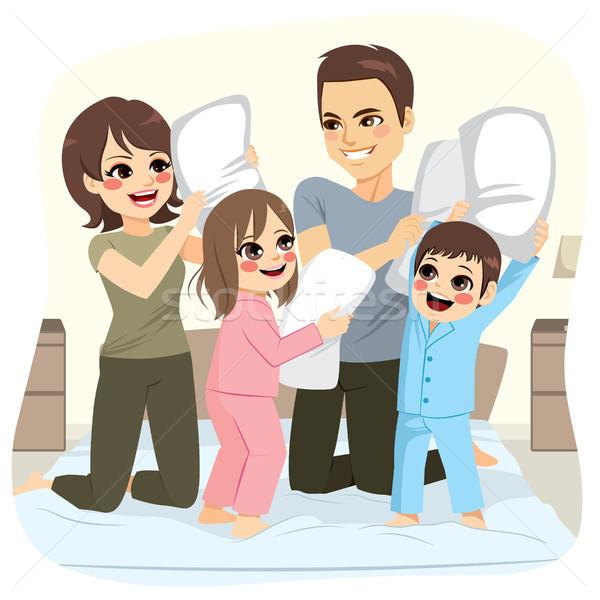 Aile yastık kavgası mutlu tatlı yatak Stok fotoğraf © Kakigori