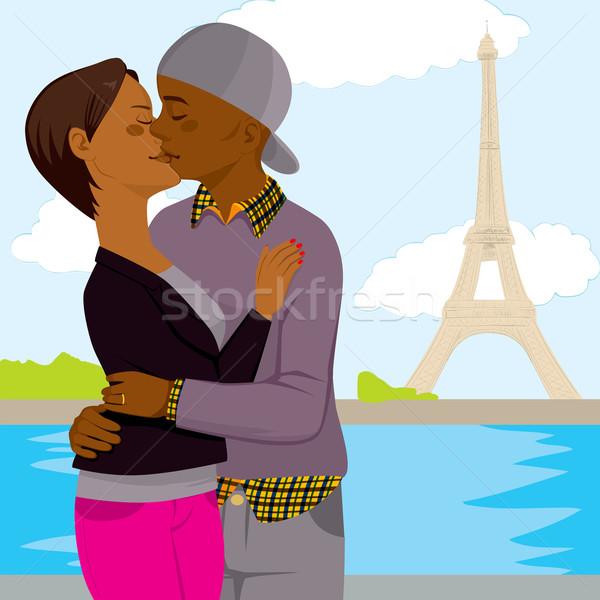 Paris sevmek öpüşme balayı genç Stok fotoğraf © Kakigori