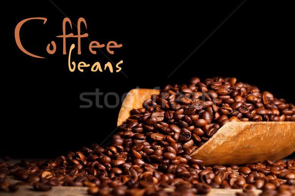 Koffiebonen houten pollepel zwarte plaats tekst Stockfoto © kalozzolak