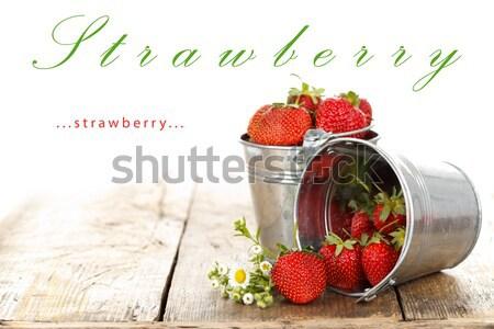 Aardbeien vers zilver bloem rustiek stijl Stockfoto © kalozzolak
