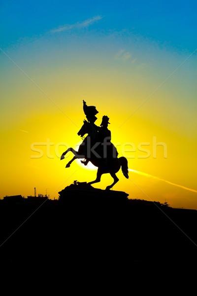 Savaşçı heykel siluet gökyüzü adam Stok fotoğraf © kalozzolak