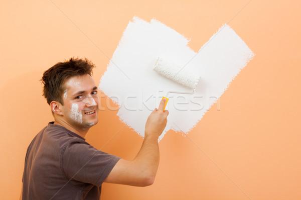 Man schilderij muur glimlachend oranje home Stockfoto © kalozzolak