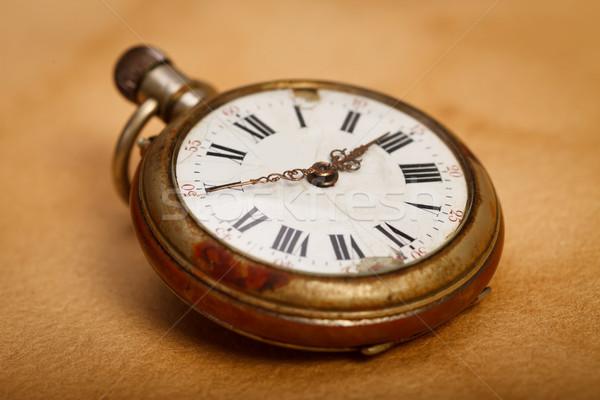 Primer plano reloj de bolsillo Foto edad retro efecto Foto stock © kalozzolak