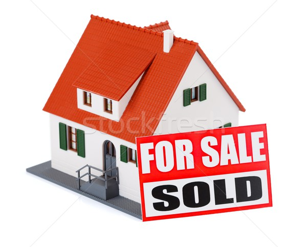 Casa venta miniatura casa signo vendido Foto stock © kalozzolak