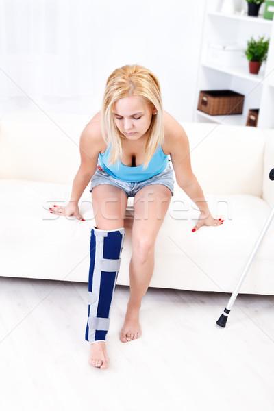 Fájdalmas láb sérülés fiatal nő otthon gyógyszer Stock fotó © kalozzolak