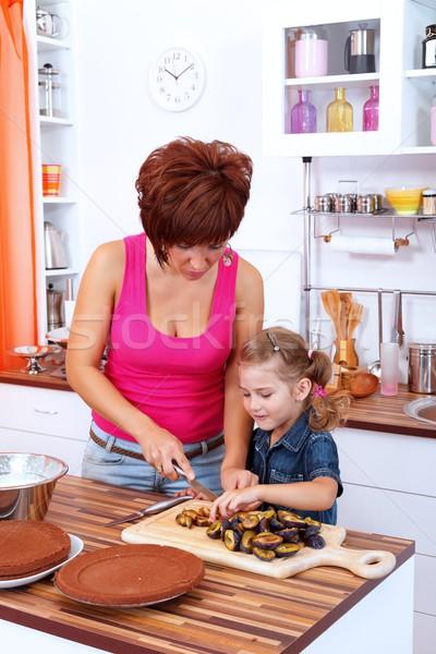 Fruitcake moeder dochter cake meisje Stockfoto © kalozzolak