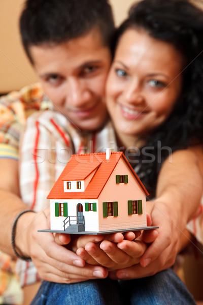 Boldog pár miniatűr ház fiatal pér felajánlás Stock fotó © kalozzolak