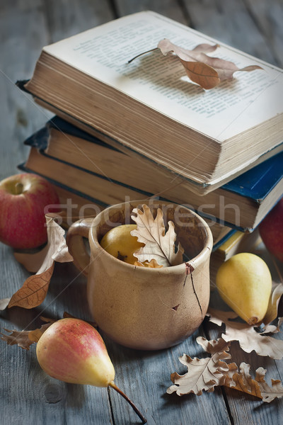 De volta à escola velho livros maçãs peras folhas Foto stock © Karaidel