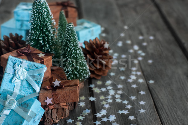 Noel hediyeler hediye kutuları dekorasyon ahşap masa bo Stok fotoğraf © Karaidel