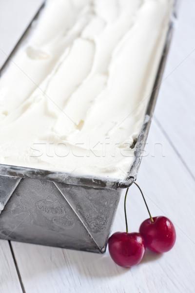 Ev yapımı dondurma dondurulmuş konteyner olgun kırmızı Stok fotoğraf © Karaidel