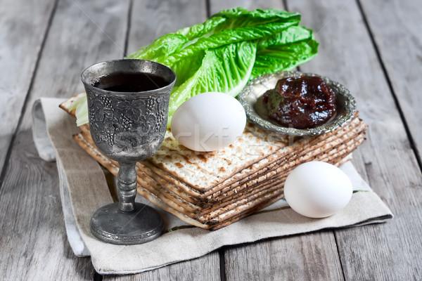 Yahudilerin hamursuz bayramı şarap yumurta acı salata yaprakları Stok fotoğraf © Karaidel