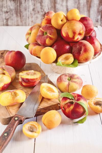 Perziken rijp keramische selectieve aandacht vruchten gezondheid Stockfoto © Karaidel