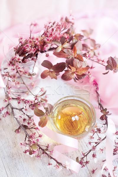 Yeşil çay pembe çiçek şube cam fincan Stok fotoğraf © Karaidel