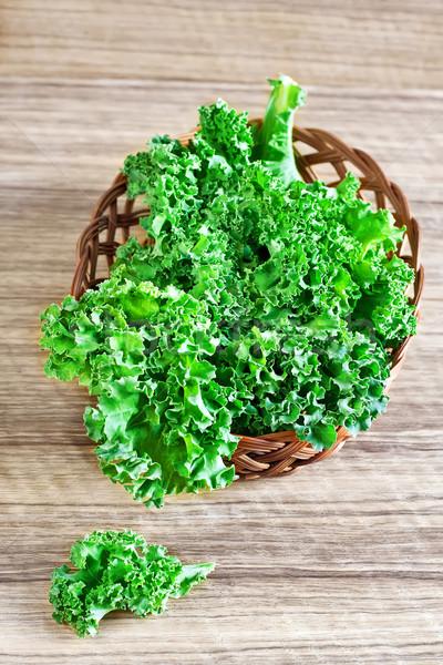Taze yeşil yaprakları sepet seçici odak ahşap Stok fotoğraf © Karaidel