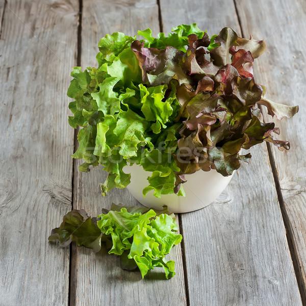 Yeşil salata marul eski ahşap masa seçici odak Stok fotoğraf © Karaidel