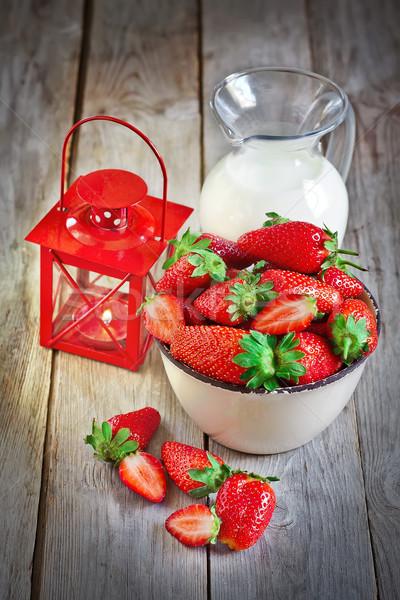 çilek süt fener çanak olgun sürahi Stok fotoğraf © Karaidel