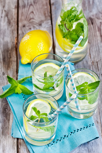 Nane limonata gözlük seçici odak su parti Stok fotoğraf © Karaidel