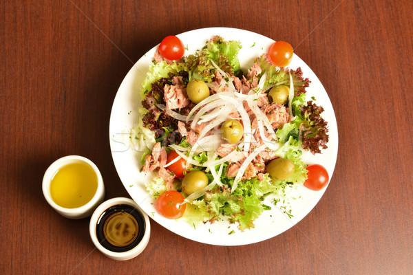 Tonhal saláta egészséges friss hozzávalók asztal étterem Stock fotó © karammiri