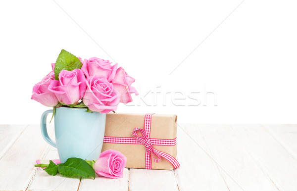 Saint valentin rose roses bouquet coffret cadeau blanche Photo stock © karandaev
