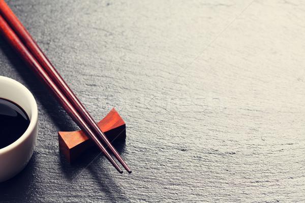 Japans sushi eetstokjes sojasaus kom zwarte Stockfoto © karandaev