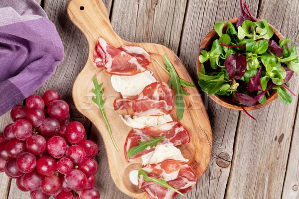 Prosciutto mozzarella houten tafel top Stockfoto © karandaev
