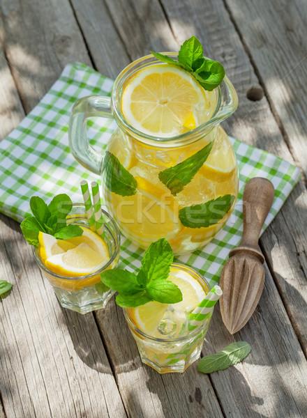 Limonade citron menthe glace jardin table Photo stock © karandaev