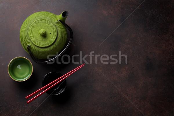Verde tetera tazas de té piedra mesa superior Foto stock © karandaev