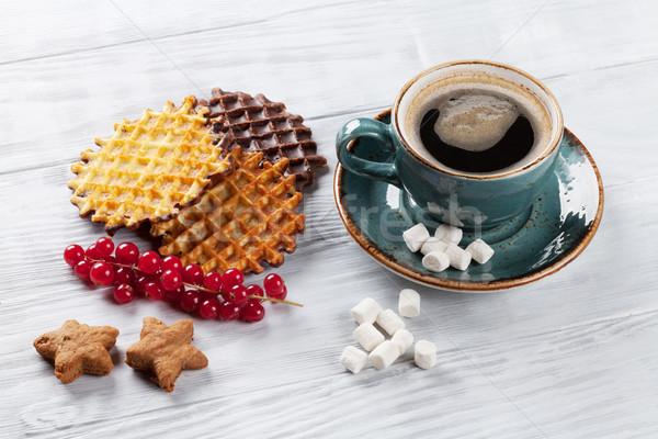 Caffè frutti di bosco tavolo in legno alimentare cioccolato sfondo Foto d'archivio © karandaev