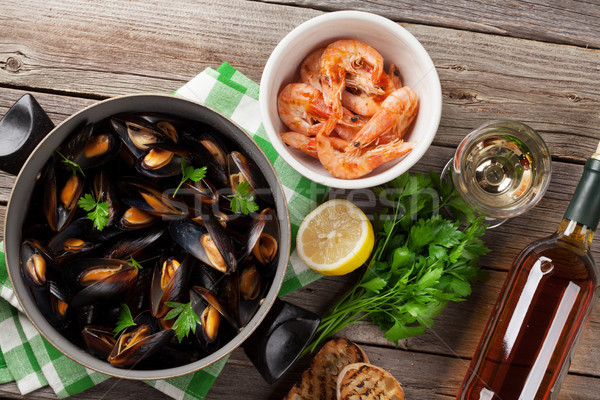 Mussels, prawns and white wine Stock photo © karandaev