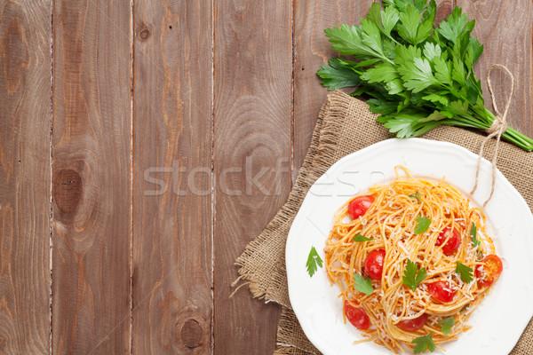 Spagetti tészta paradicsomok petrezselyem fa asztal felső Stock fotó © karandaev