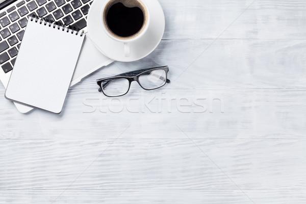Biurko tabeli laptop kawy notatnika filiżankę kawy Zdjęcia stock © karandaev