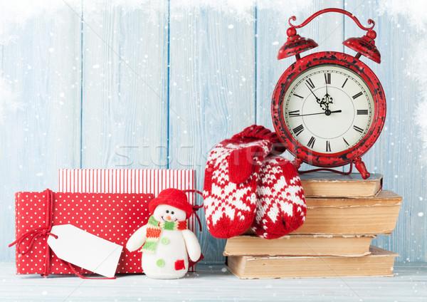 Karácsony ébresztőóra ajándékok ujjatlan kesztyűk ajándékdobozok kilátás Stock fotó © karandaev