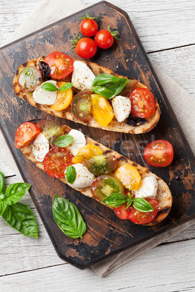 Bruschetta tomates mozzarella albahaca tomates cherry Foto stock © karandaev