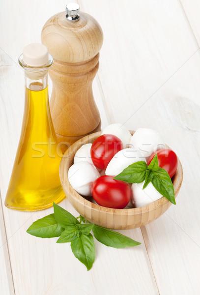 Mozzarella sajt koktélparadicsom bazsalikom olívaolaj bors Stock fotó © karandaev