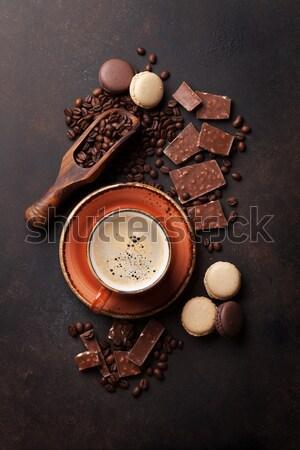 Tazza di caffè cioccolato vecchio tavolo da cucina fagioli top Foto d'archivio © karandaev