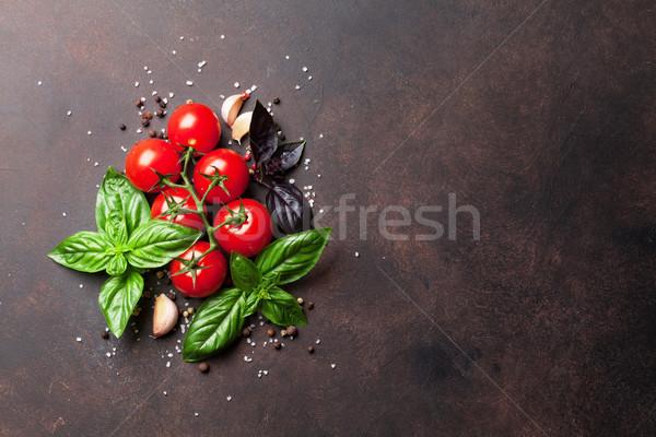 Comida italiana tomate albahaca piedra mesa superior Foto stock © karandaev